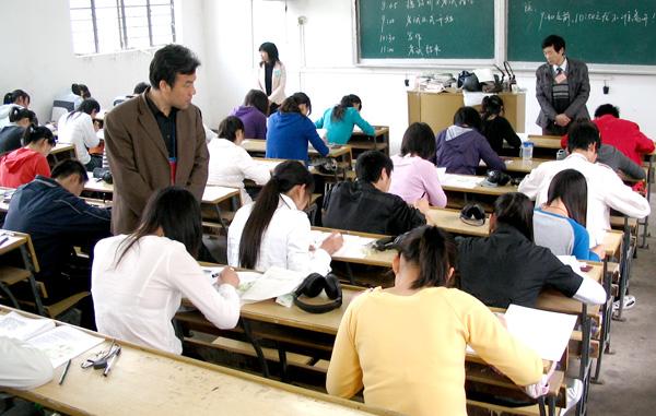 大学生英�yf����(K�_英语专业的大学生可以参加2015浙江省选调生村官考试吗